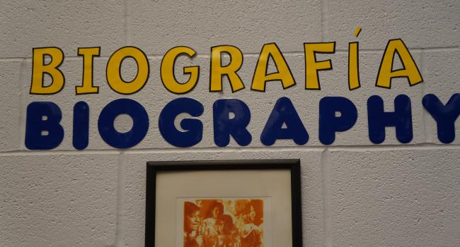the word biography in English and Spanish pasted on a wall