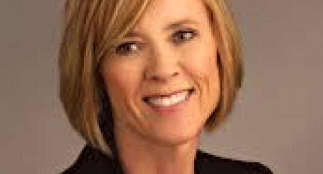 Headshot of Kate Kinsella.
